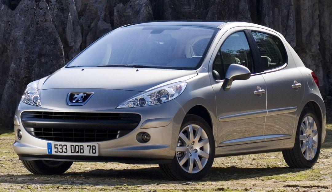 🚗 L'un de vos proches vient de passer le permis ? Découvrez 20 voitures idéales pour débuter la conduite en toute autonomie ! 👇