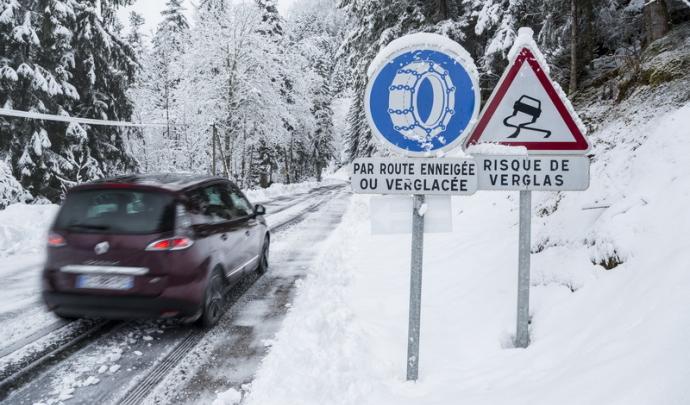 ❄️ 4 ans après le vote de la loi Montagne, les pneus neige vont devenir obligatoires dans les 48 départements classés comme zones montagneuses à partir de 2021.