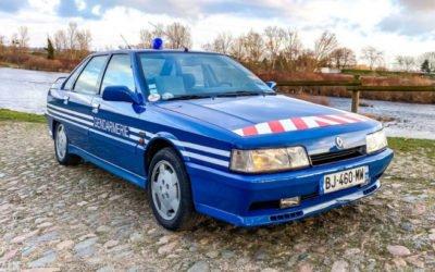 """INSOLITE : la #Renault Turbo 21 de la #Gendarmerie est à vendre ! Toujours en """"bon état"""", même avec ses 350 100 kilomètres au compteur 🙂"""