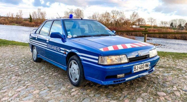 """INSOLITE : la #Renault Turbo 21 de la #Gendarmerie est à vendre ! Toujours en """"bon état"""", même avec ses 350 100 kilomètres au compteur"""