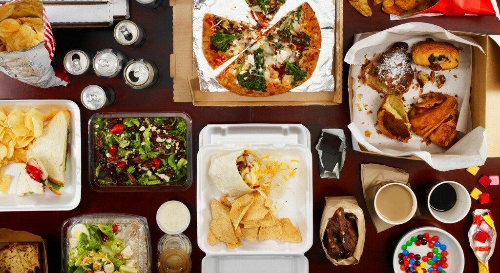 Le saviez-vous ? Loin d'être anodin, le repas que l'on prend avant de conduire peut avoir une forte influence sur notre comportement au volant ! Découvrez les aliments à proscrire pour une conduite sereine