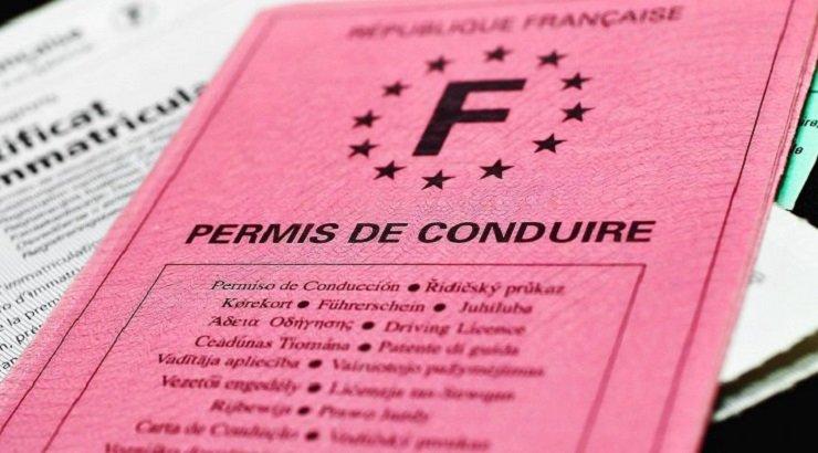 ℹ️ Le saviez-vous ? Il sera bientôt possible de s'inscrire au permis de conduire via une plateforme en ligne. 👉 Initialement prévue pour quelques départements seulement, le gouvernement a décidé d'ouvrir la plateforme à toute la France suite à son fort succès.